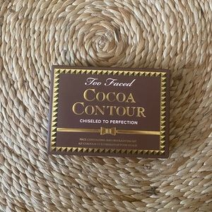 Too Faced Cocoa Contour Light to Medium